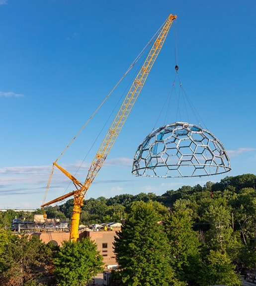 600-ton crane sets zoo's rainforest dome in a single pick