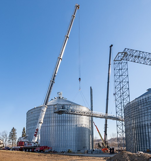 550- and 600-ton cranes unite for conveyor lift at farm co-op