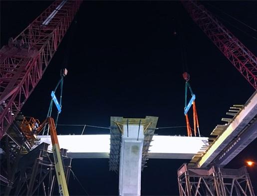 Manitowoc 2250 crawler cranes hold up backbone of the new highway interchange