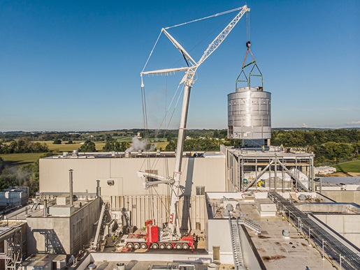 Crane lifting whey dryer into its permanent position
