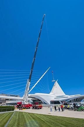 Dawes Rigging & Crane Rental debuts new crane at Milwaukee Art Museum project
