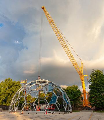 600-ton crane picking up zoo's rainforest dome