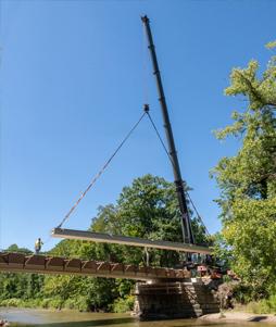 LTM 1450 moving 100-foot beam